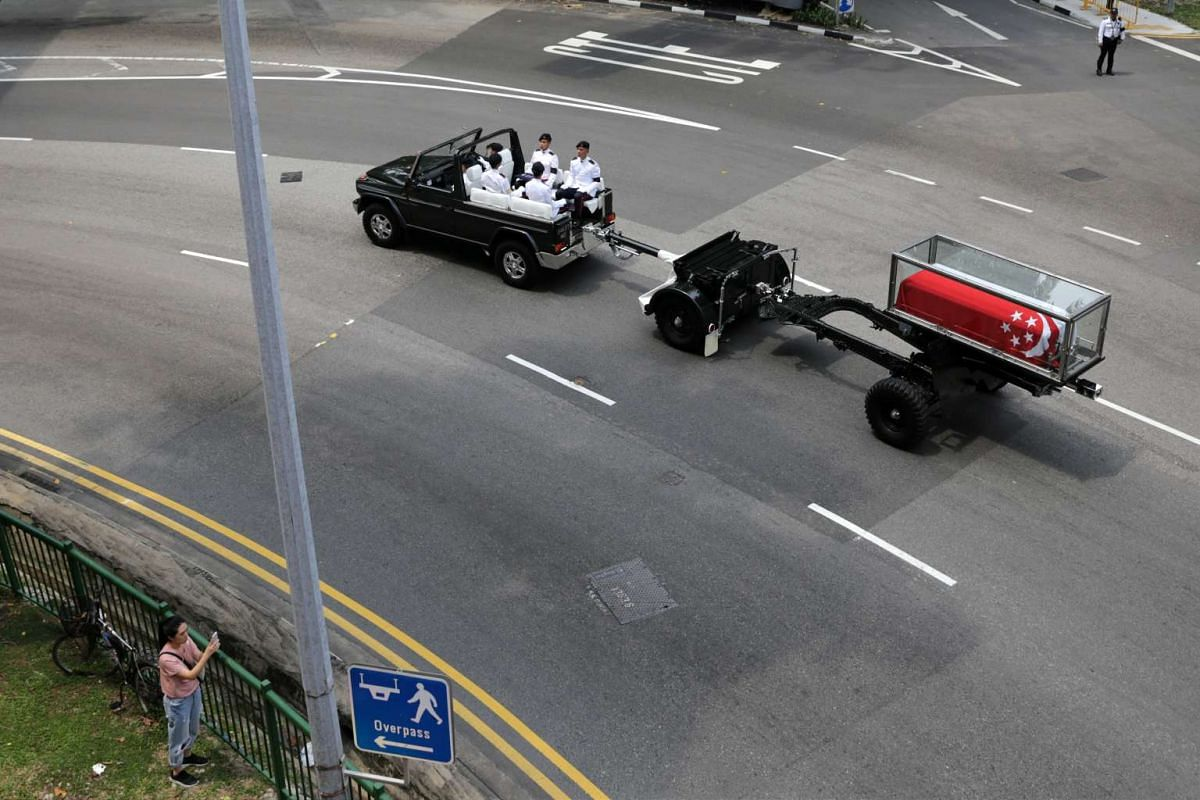 The state funeral procession of the late Mr S R Nathan travelling through 34 Upper Cross Street, before turning into Havelock Road on Aug 26, 2016.