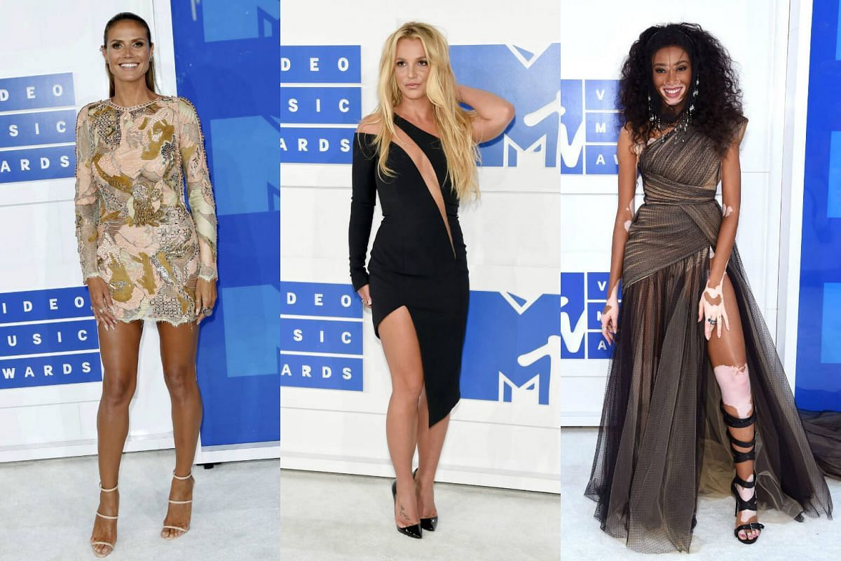 (From left) Heidi Klum, Britney Spears and Chantelle Winnie arrive at the 2016 MTV Video Music Awards in New York, US, on August 28.