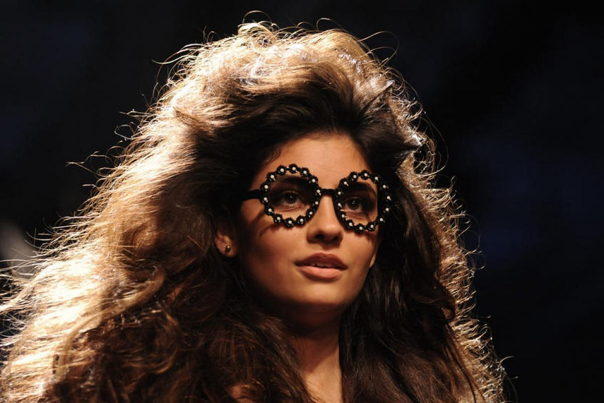 An Indian model showcases a creation by designer Ashish N Soni during the Grand Finale of Lakme Fashion Week in Mumbai, India, on Aug 28.