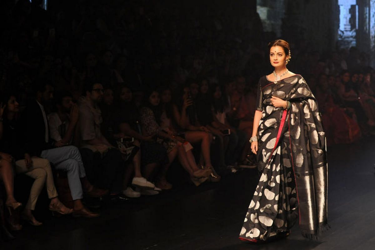 Indian Bollywood ctress Dia Mirza showcases a creation by designer Santosh Parekh during the Grand Finale of Lakme Fashion Week in Mumbai, India, on Aug 28.