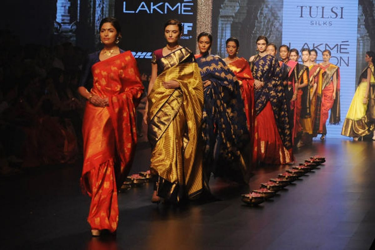 Indian models showcase creations by designer Santosh Parekh during the Grand Finale of Lakme Fashion Week in Mumbai, India, on Aug 28.