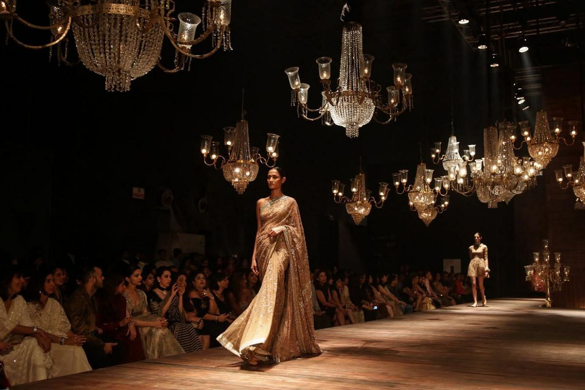 A model presents a creation by Indian designer Sabyasachi Mukherjee during the Grand Finale of Lakme Fashion Week in Mumbai, India, on Aug 28.