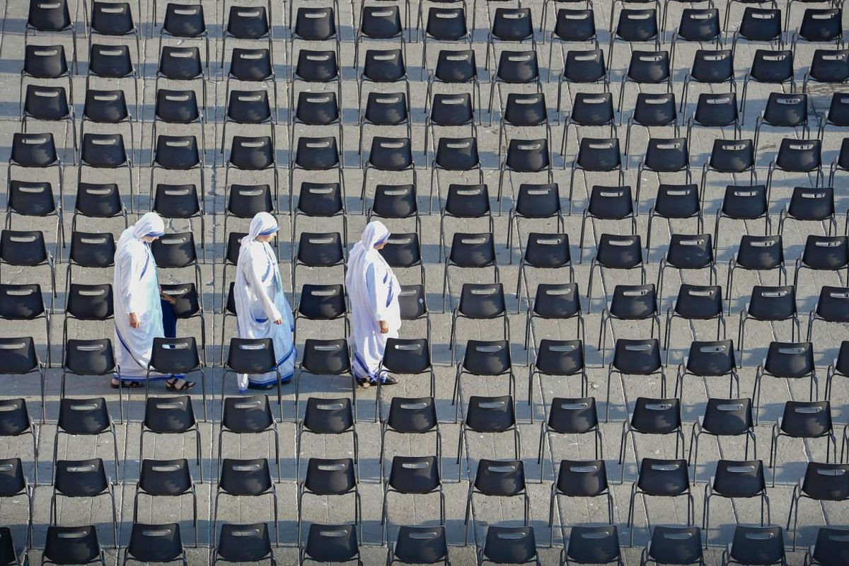 Sisters of Charity arrive to attend the holy mass and Canonisation of Mother Teresa of Kolkata at St Peter square in the Vatican on Sept 4, 2016.