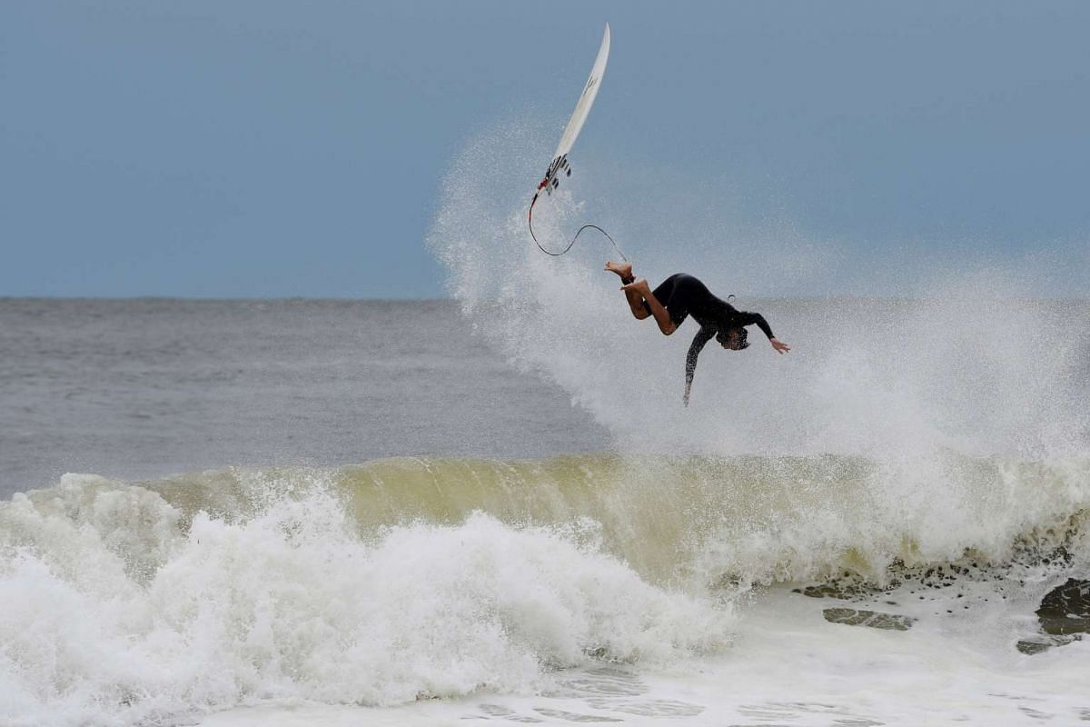 A man bails off his surfboard at Rockaway Beach in Queens, New York on Labor Day where waves were high due to post-tropical cyclone Hermine which tracked off the east coast of the U.S. September 5, 2016. PHOTO: REUTERS