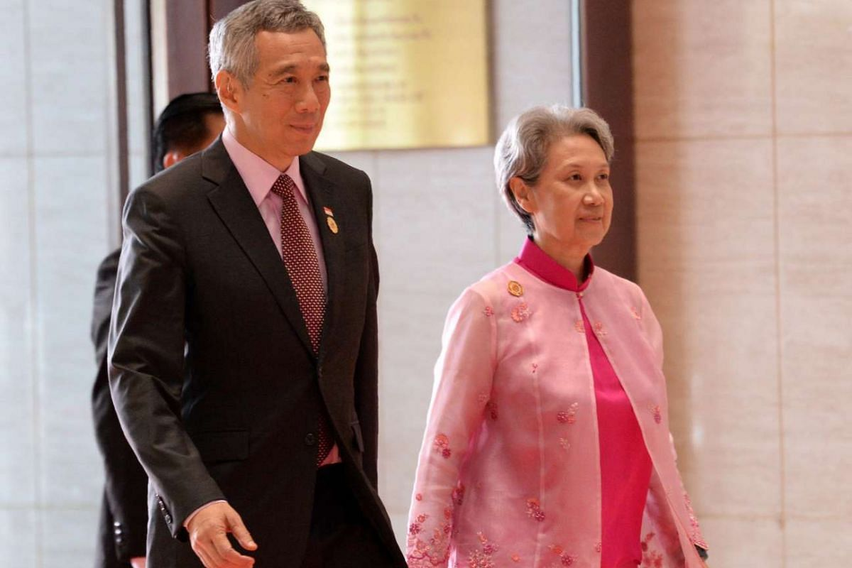 Singapore Prime Minister Lee Hsien Loong and Mrs Lee arriving to attend the opening ceremony of the Asean Summit in Vientiane on Sept 6, 2016.