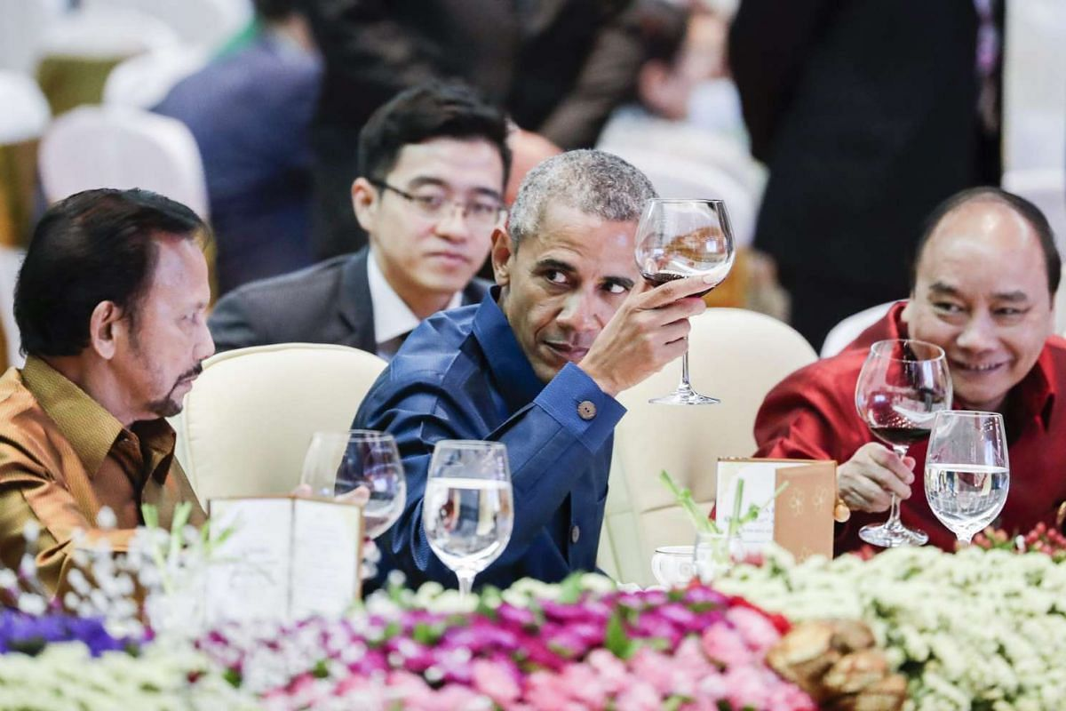 (From left) Brunei's Sultan Hassanal Bolkiah, US President Barack Obama and Vietnam's Prime Minister Nguyen Xuan Phuc raise their glasses for a toast during the gala dinner at the 28th and 29th Asean Summits at the National Convention Centre in Vient
