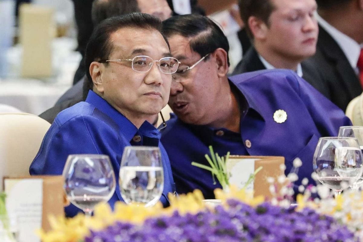 China's Premier Li Keqiang (left) listens to Cambodia's Prime Minister Hun Sen during a gala dinner at the 28th and 29th Asean Summits at the National Convention Center in Vientiane, Laos, on Sept 7 2016.