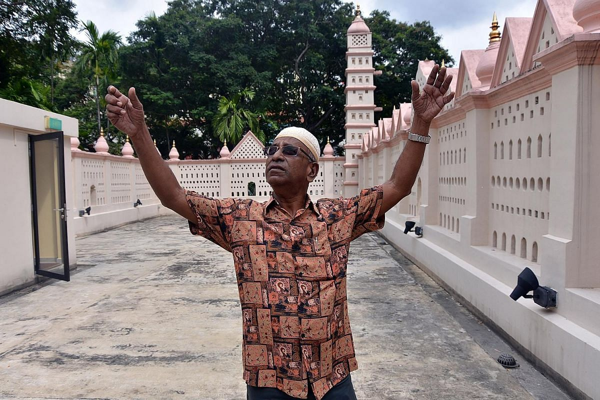 Mr Kadir, the son of the monument's former caretaker, was born in Nagore Dargah and lived there until he was seven. He says the building itself has remained largely unchanged. The building is an eclectic mix of East and West, with elements of Islamic