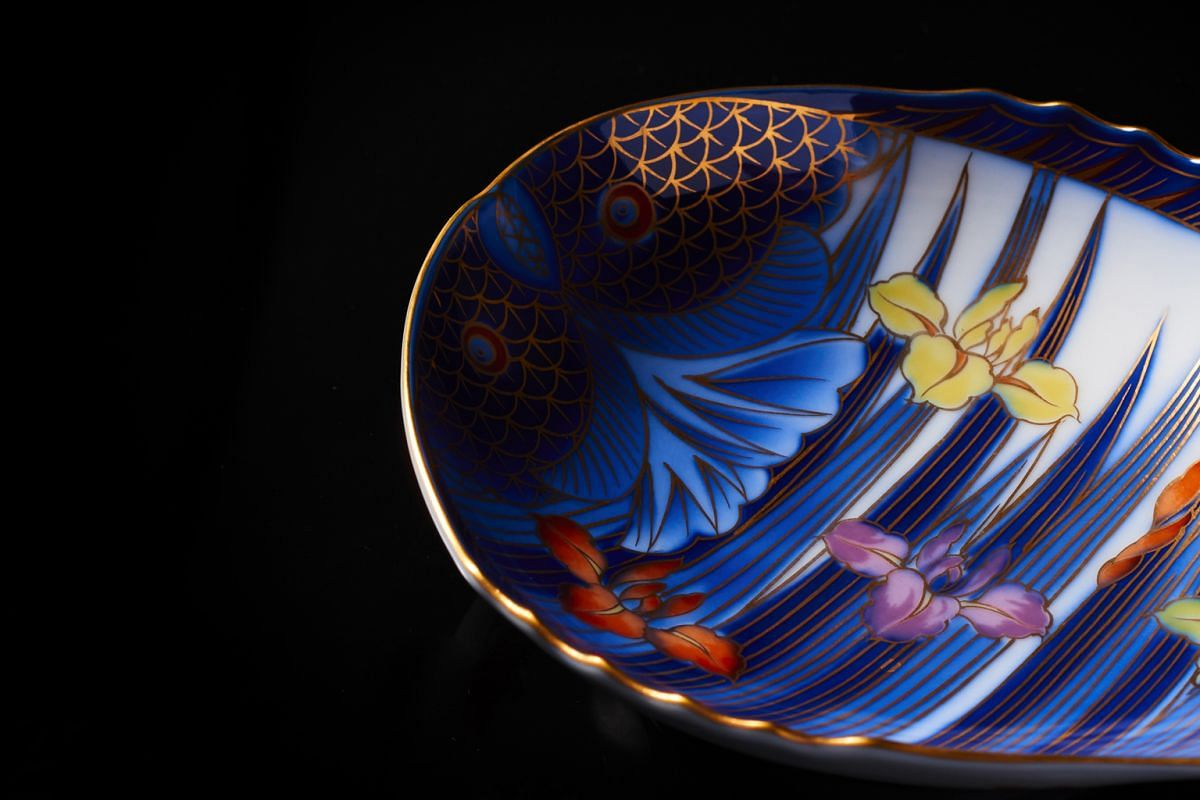 A hand-painted plate (above) by the Fukagawa Seiji kiln will be on display at the Supermama Porcelain Festival.