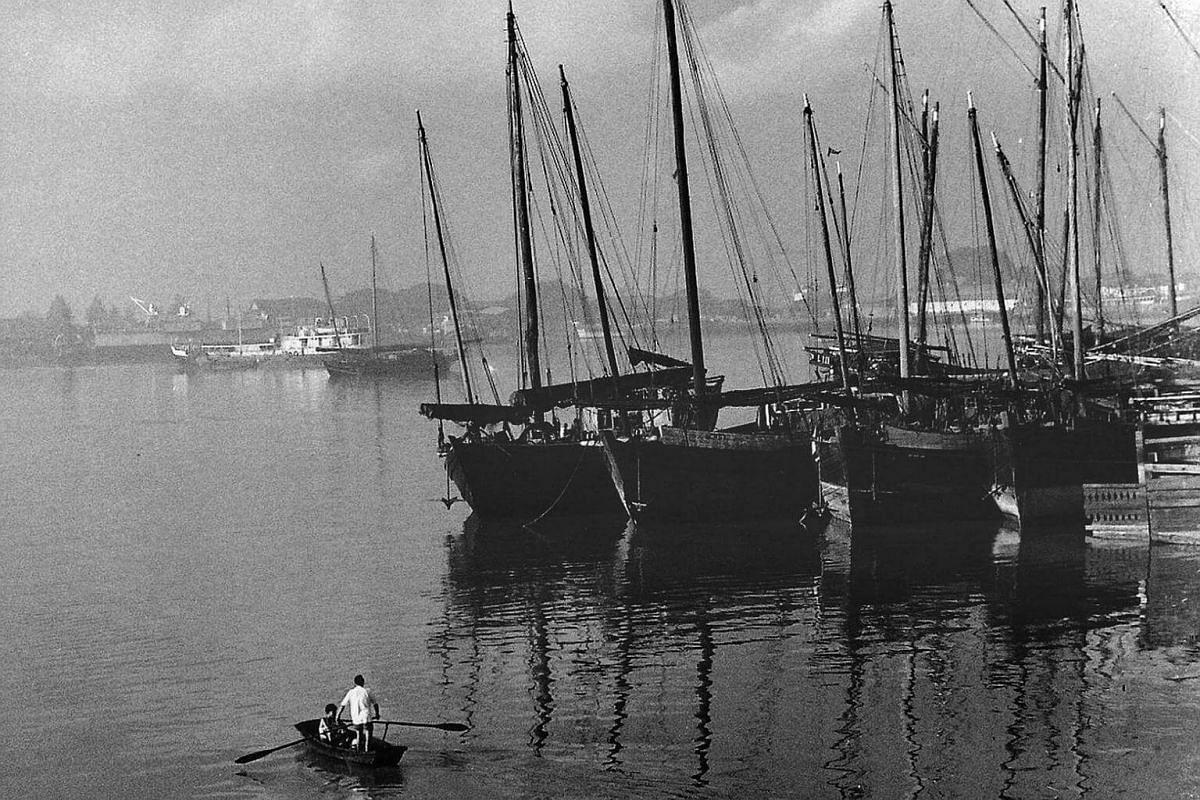 A view from Merdeka Bridge, taken between 1960s and 70s.