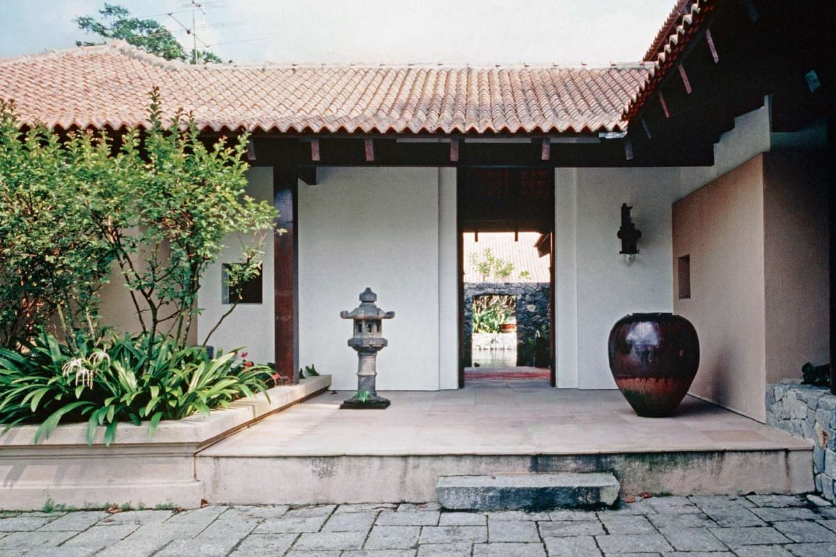 Four pavilions are set around a water court in Eu House I, which combines different styles such as Chinese, Balinese, Thai and Malay in its interior (above).