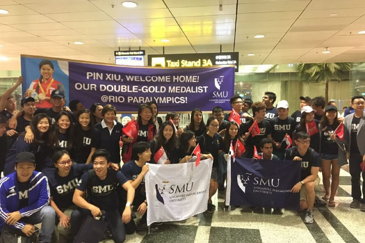 Student leaders and staff from Singapore Management University at Changi Airport to support Yip Pin Xiu and Nurulasyiqah Taha.