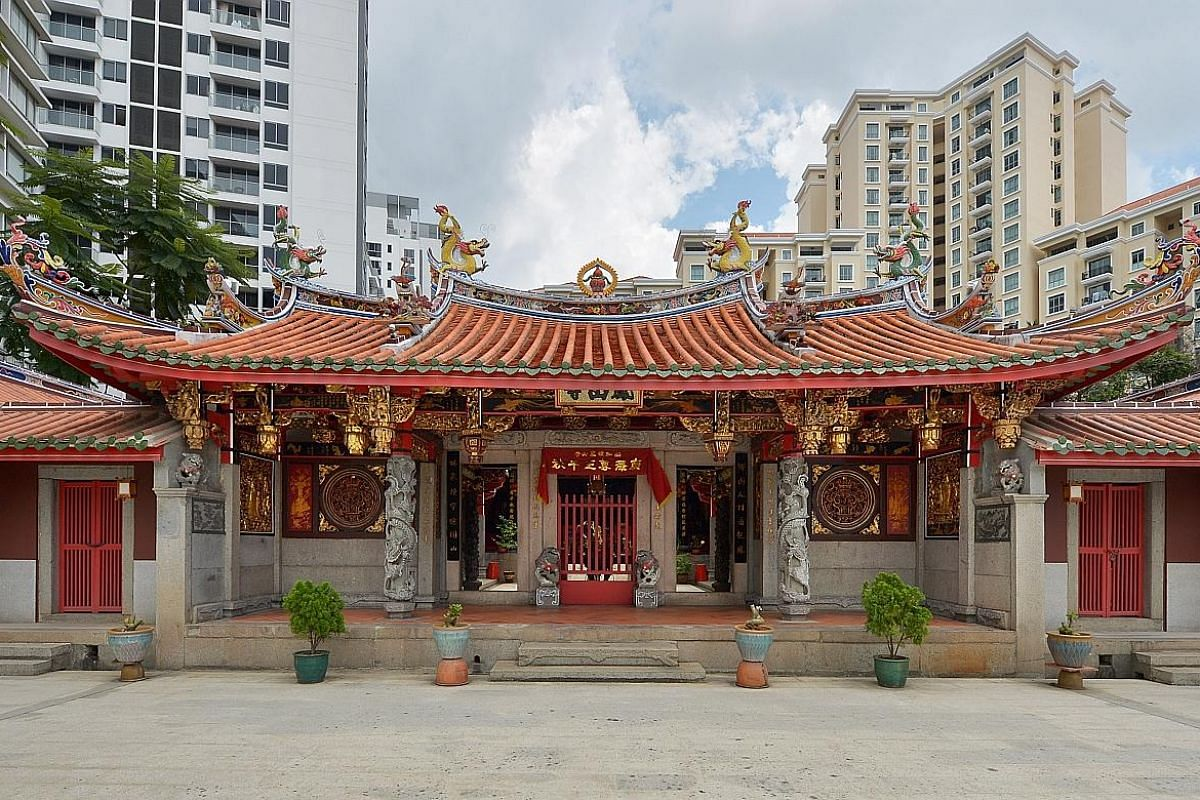 A 19th-century lantern caught the eye of European tourists while it was being refurbished a few years back. They offered to pay $200,000 for it, but the temple did not sell it. The brass urn on the temple's altar is 120 years old. The temple held on