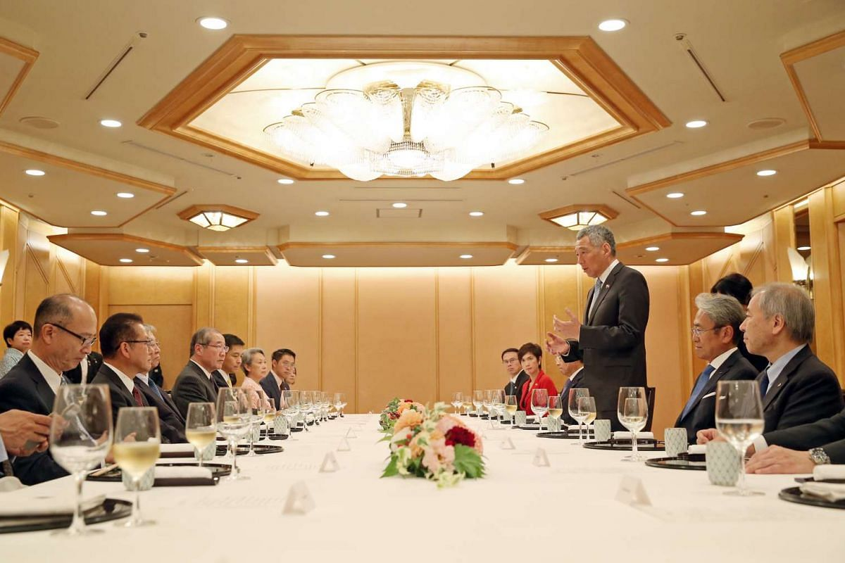 Prime Minister Lee Hsien Loong speaks to Japanese business leaders during a lunch at the Imperial Hotel, Tokyo on Sept 28, 2016.