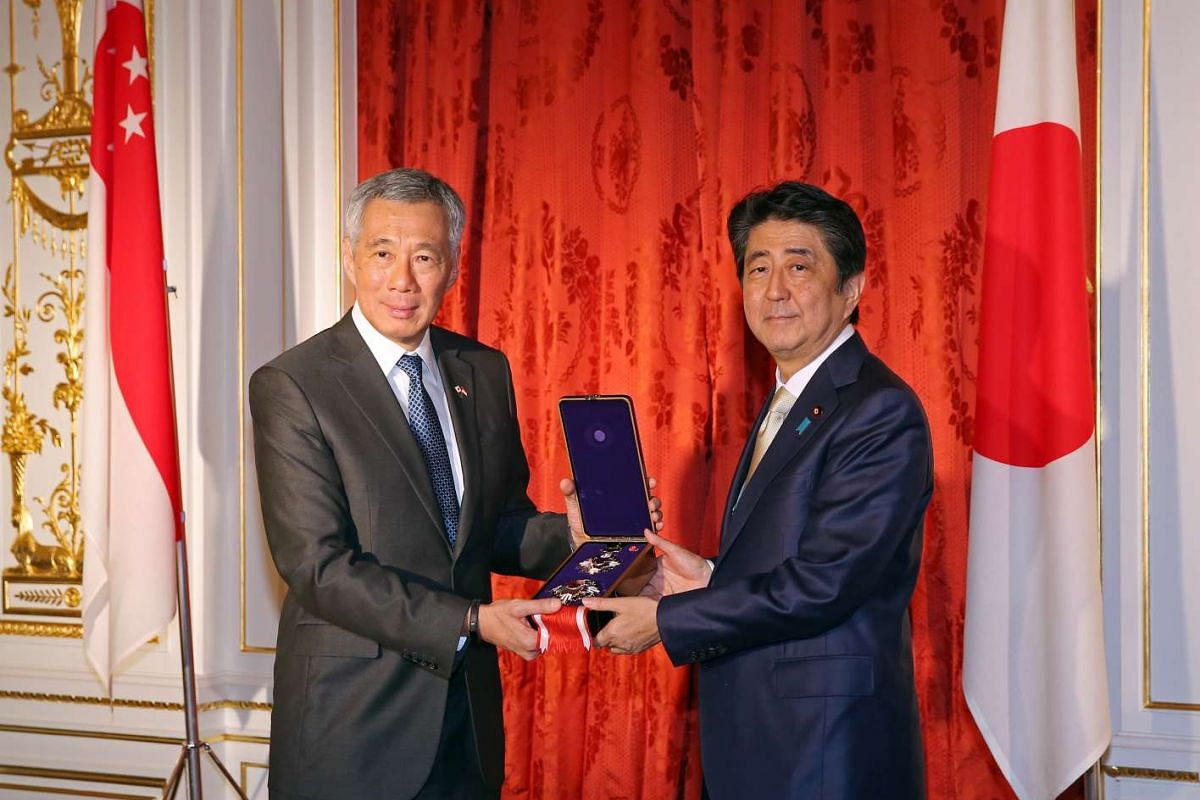 Prime Minister Lee Hsien Loong receives the Grand Cordon of the Order of Paulownia Flowers, on behalf of the late Mr Lee Kuan Yew, from Japan PM Shinzo Abe at the Sairan no Ma, Akasaka State Guest House on Sept 28, 2016.