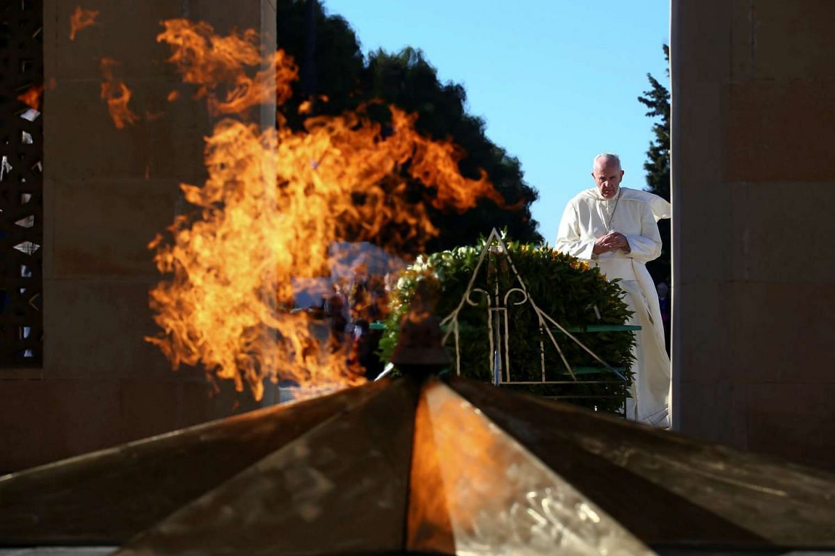 Pope Francis prays in front of the monument to the fallen for the Independence in Ganjlik, Azerbaijan, on Oct 2, 2016.
