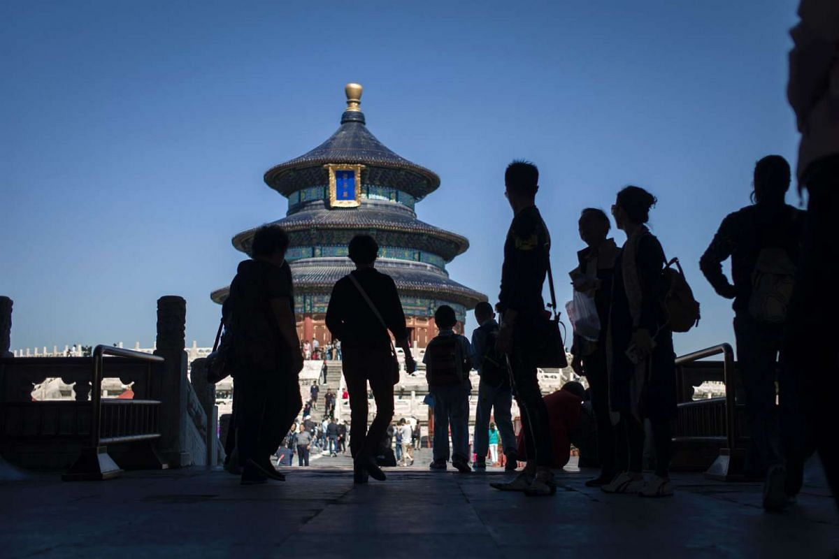 Tourists visit the Temple of Heaven in Beijing on Sept 28, 2016 ahead of the Golden Week, a week-long holiday that coincides with the anniversary of the founding of the People's Republic of China which falls on Oct 1, 2016.