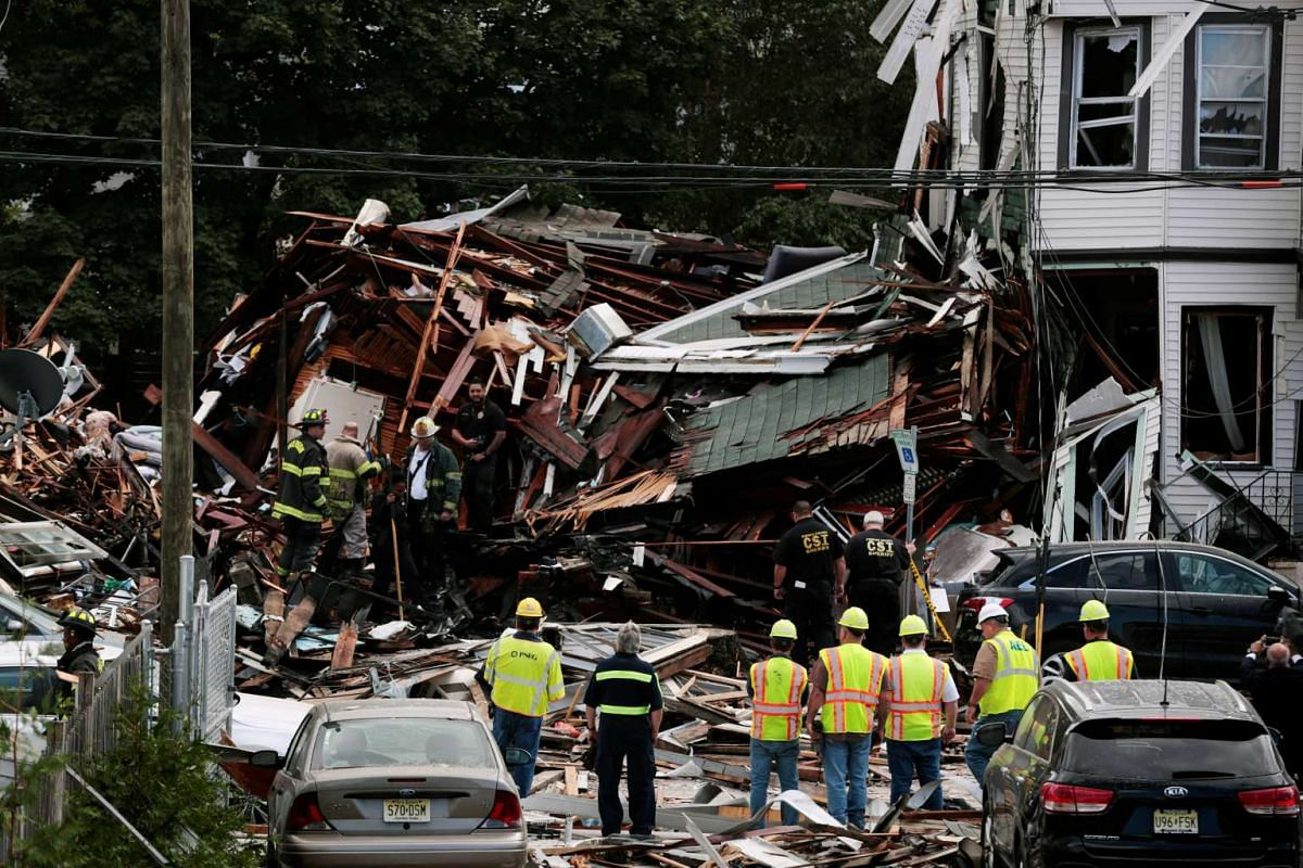 Emergency personnel inspect the scene of a gas explosion in Paterson, New Jersey, U.S., October 4, 2016. PHOTO: REUTERS