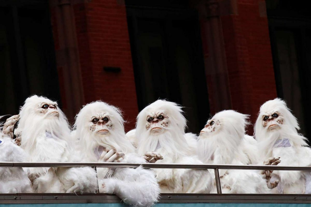 """Actors dressed as a 'Yeti' ride aboard a tour bus during a promotional event for Travel Channel's """"Expedition Unknown: Hunt for the Yeti"""" in Manhattan, New York City, U.S., October 4, 2016. PHOTO: REUTERS"""