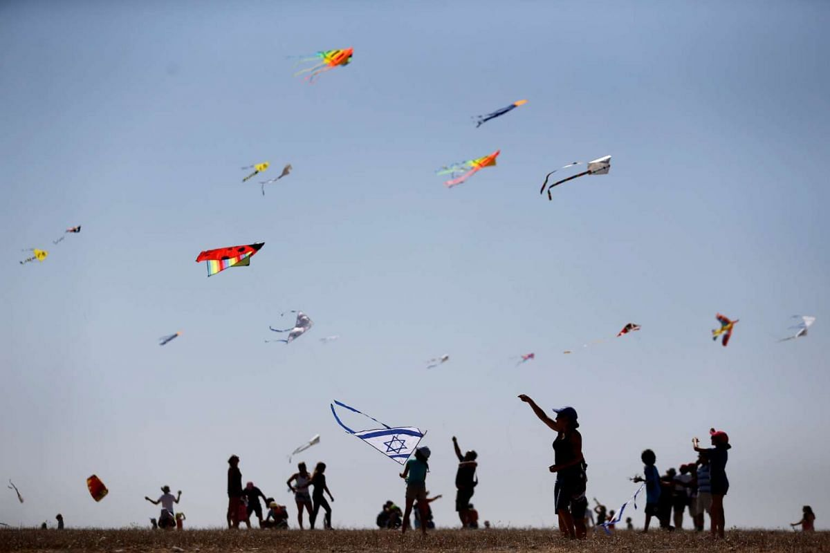 Israelis fly kites during Rosh Hashanah holiday, the first two days of the Jewish new year, in Beit Guvrin National Park near the city of Kiryat Gat, October 4, 2016. PHOTO: REUTERS