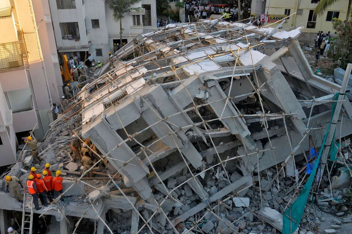 Police and rescue workers look for survivors after a building, which was under construction, collapsed in Bengaluru, India, on Oct 5, 2016.