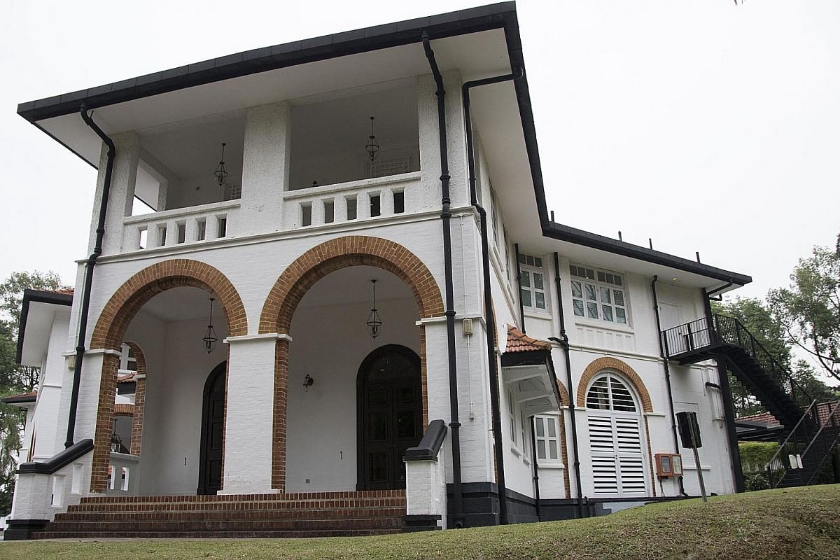 The exposed brick arches of the Command House's facade reflect the influence of the Arts and Crafts Movement, which originated in the late 19th century. UBS Business University currently occupies the grounds.