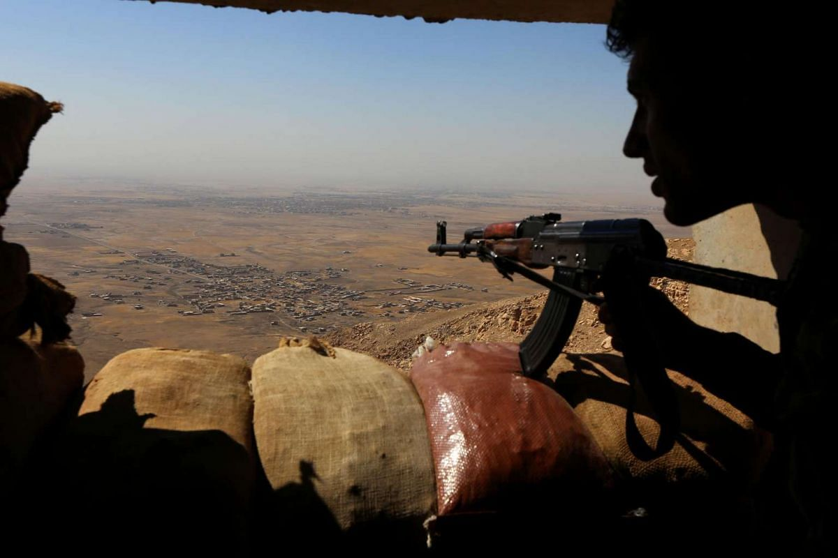 Iraqi Kurdish Peshmerga fighters hold a position on the top of Mount Zardak, about 25 kilometres east of Mosul, on October 6, 2016. Baghdad is now planning, with help from a US-led coalition, a major operation to retake the city, which had a populati
