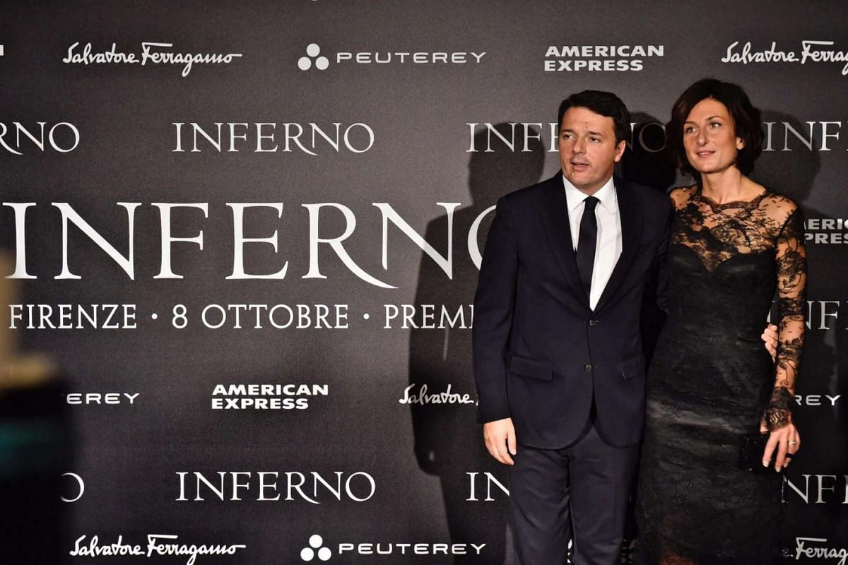 Italian Prime Minister Matteo Renzi and his wife Agnese Landini pose for photos at the premiere Inferno.