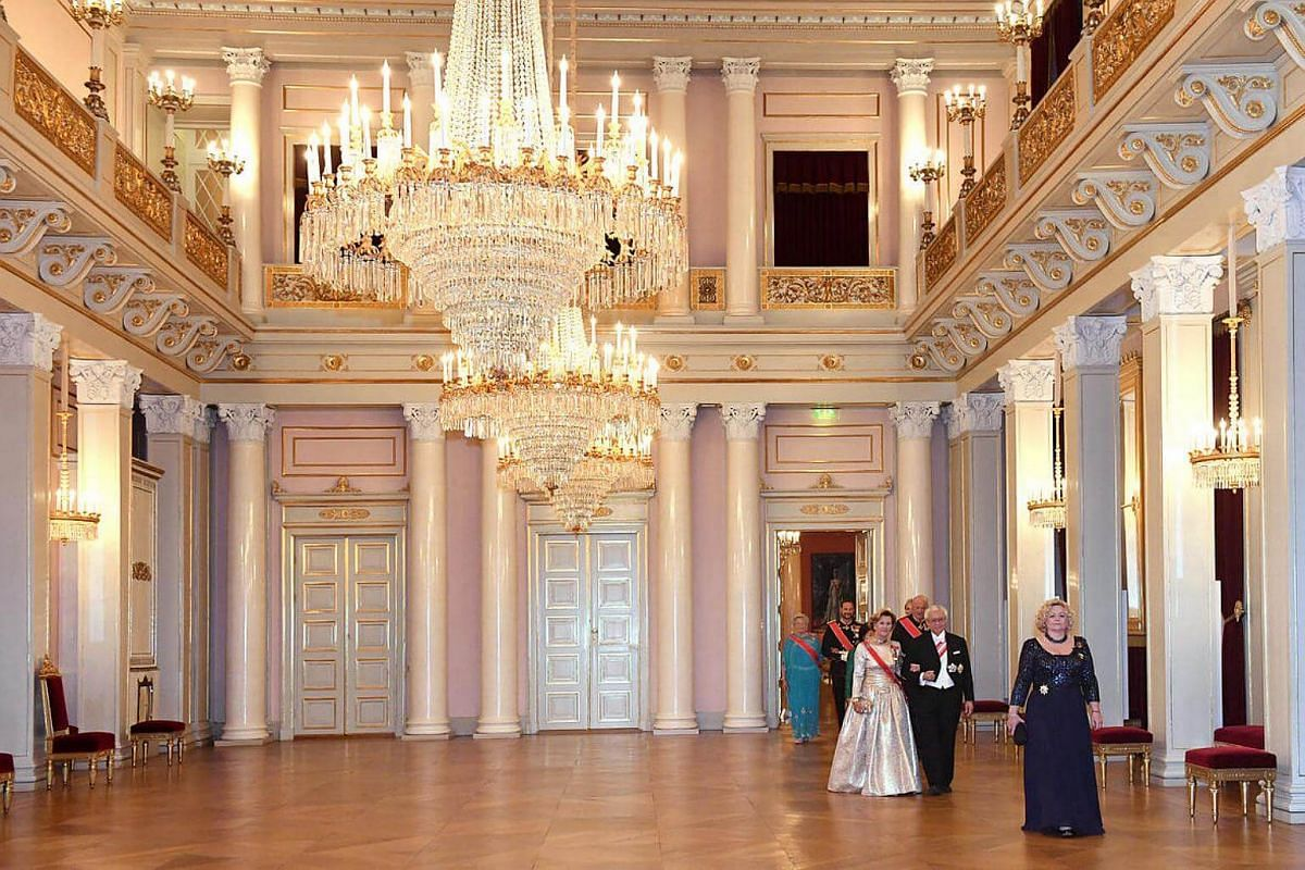 President Tony Tan and Queen Sonja arrive for the Gala dinner at the Royal Palace.
