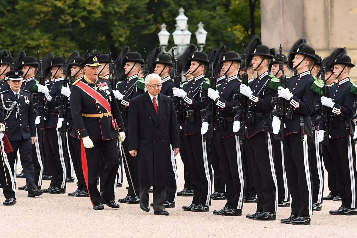 The welcome ceremony at the Royal Palace.