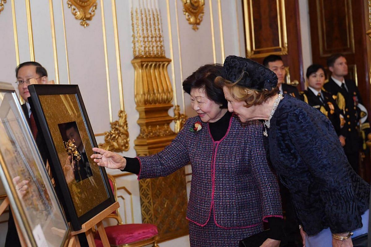Gift presentation in the white parlour at the Royal Palace.