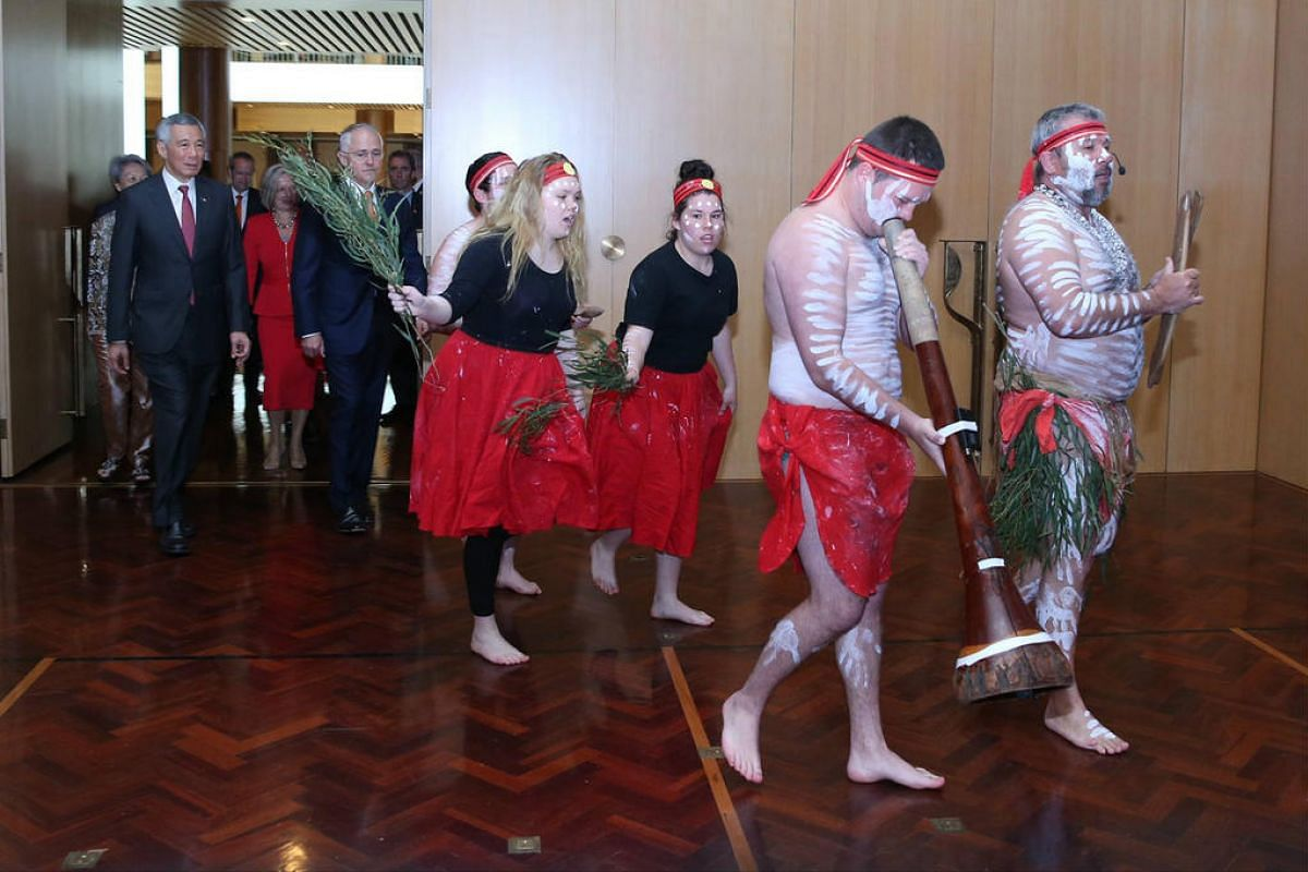 PM Malcolm Turnbull hosted the Singapore delegation to an official lunch. The Australians welcomed them with a traditional Welcome to Country ceremony.