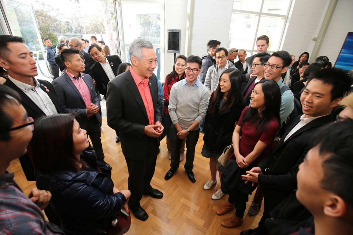 PM Lee Hsien Loong with Singaporeans in Canberra.