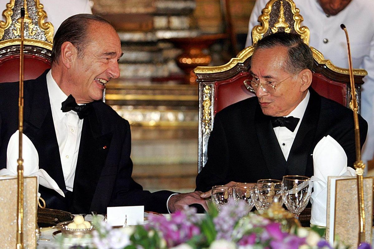 French President Jacques Chirac (left) speaking to Thai King Bhumibol Adulyadej at the start of a gala dinner at the Royal Palace in Bangkok on Feb 17, 2006.