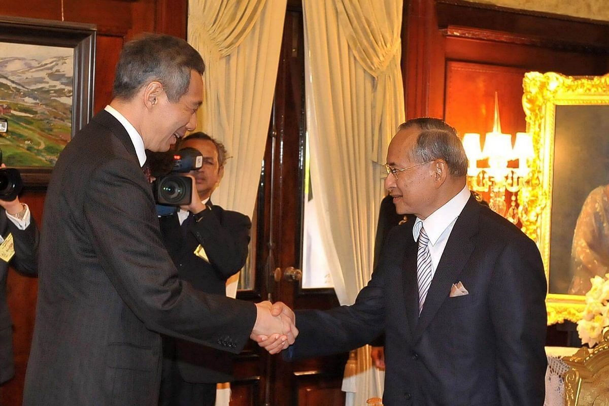 Singapore Prime Minister Lee Hsien Loong, in Thailand for the 14th Asean Summit, meeting Thai King Bhumibol Adulyadej at the Klai Kangwol Palace .