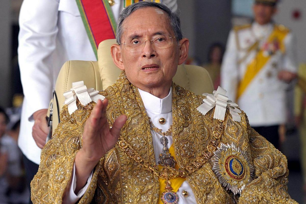 Thai King Bhumibol Adulyadej waving to well-wishers after the royal ceremony for his 83rd birthday in Bangkok on Dec 5, 2010.