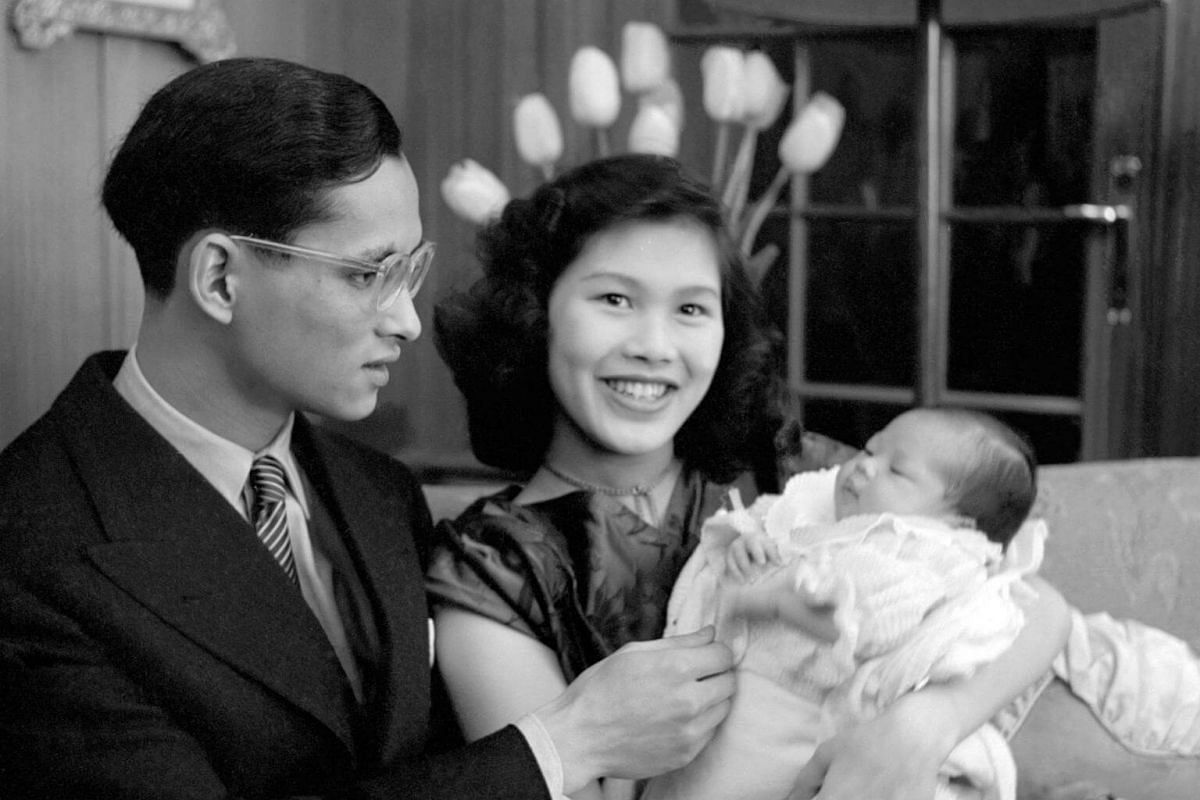 Thai King Bhumibol Adulyadej and Queen Sirikit posing with their first child Princess Ubol Ratana in April 1951.