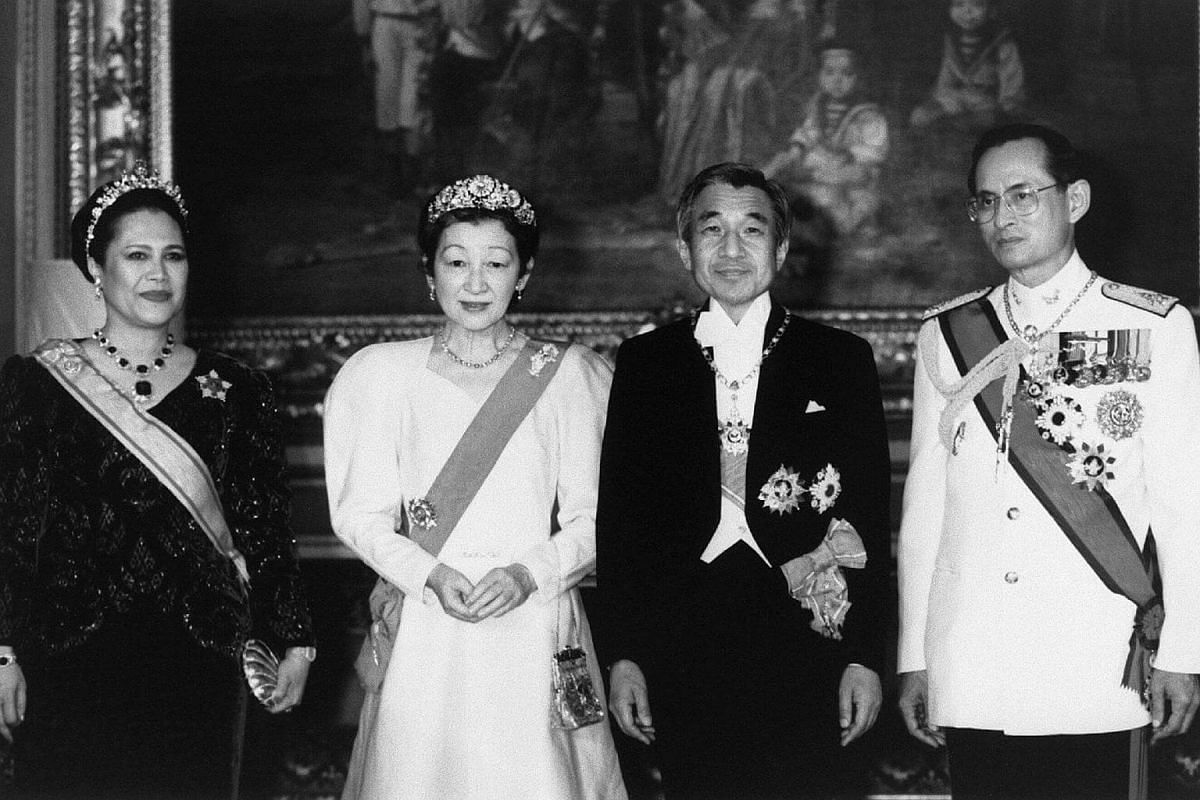 Thai King Bhumibol Adulyadej (right) and Queen Sirikit (left) with Japanese Emperor Akihito and Empress Michiko posing at the Grand Palace in Bangkok on Sept 25, 1991.