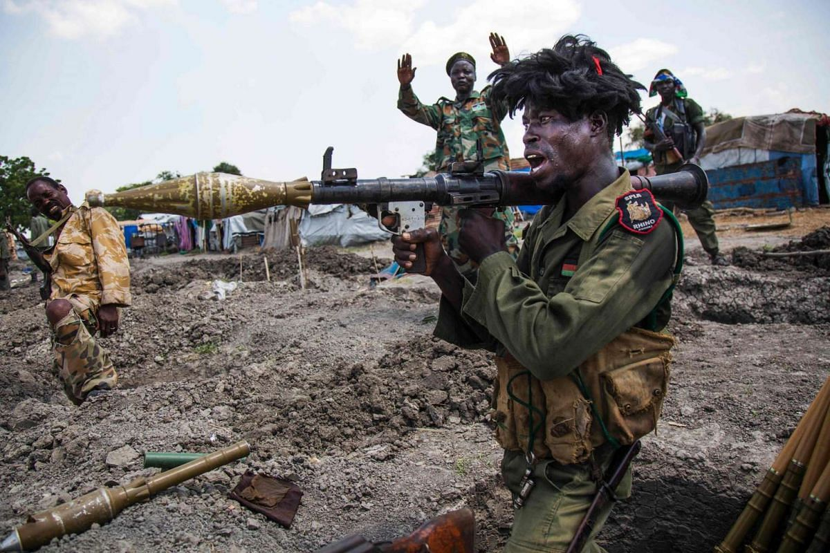 Soldiers of the Sudan People Liberation Army (SPLA) standing in trenches in Lelo, outside Malakal, northern South Sudan, on Oct 16, 2016. Heavy fighting broke out on Oct 14 between SPLA (government) and opposition forces in Wajwok and Lalo villages,