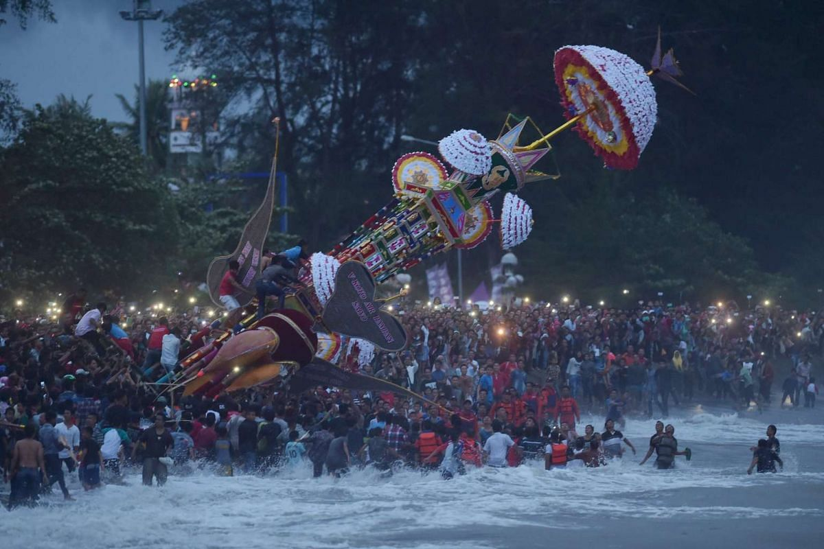 Indonesian Muslims cast a hoyak tabuik, a model of a mythical Islamic steed, into the sea during the Hoyak Tabuik festival in Pariaman on West Sumatra on Oct 16, 2016.