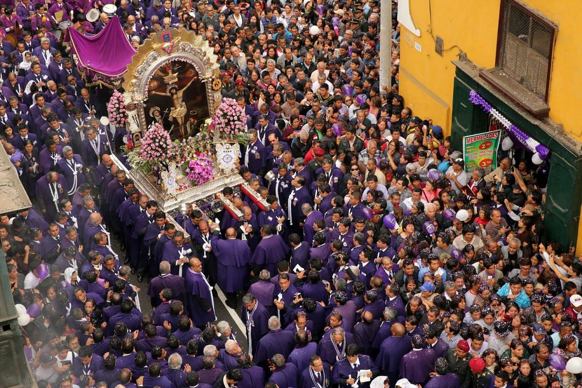 Believers attend the procession of Senor de Los Milagros ( 'Lord of Miracles' ), Peru's most revered Catholic religious icon, in downtown Lima, Peru, October 18, 2016. PHOTO: REUTERS