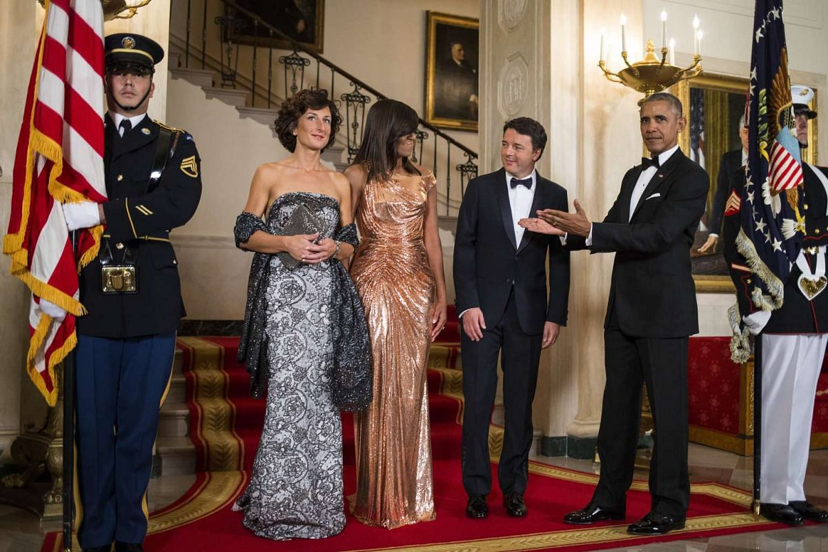 President Barack Obama and first lady Michelle Obama welcome Prime Minister Matteo Renzi of Italy and his wife, Agnese Landini, to a state dinner at the White House in Washington, Oct. 18, 2016. PHOTO: THE NEW YORK TIMES