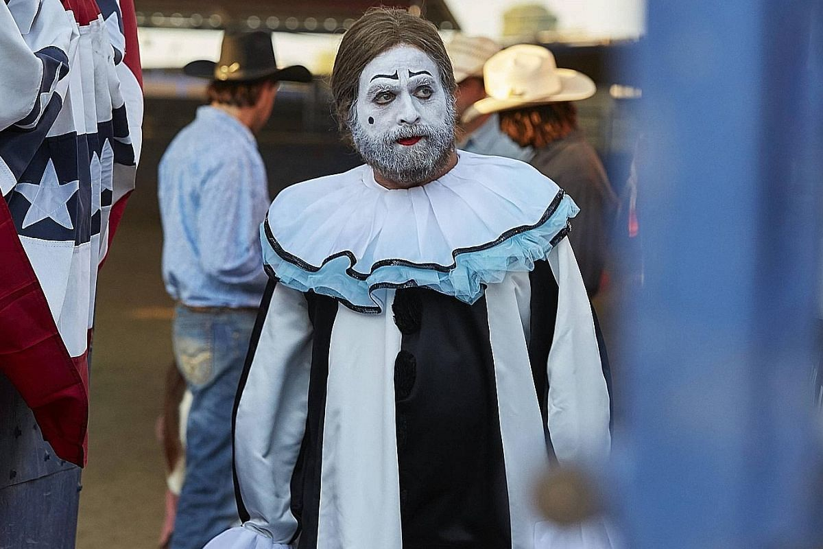 Zach Galifianakis plays Chip Baskets, who aspires to be a respected professional clown, and Dale, Chip's twin brother in Baskets.