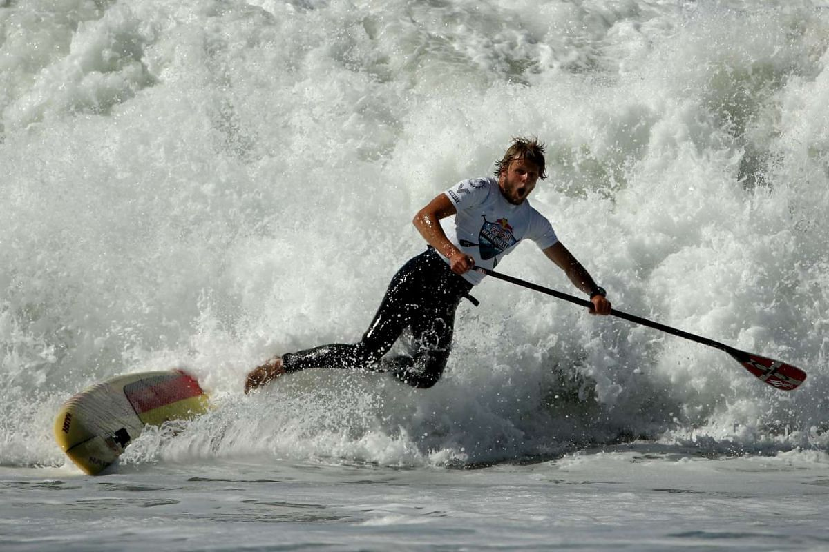 Casper Steinfath of Denmark competes in the Red Bull Heavy Water Stand Up Paddleboard Race on October 19, 2016 in San Francisco, California. PHOTO: GETTY IMAGES/AFP