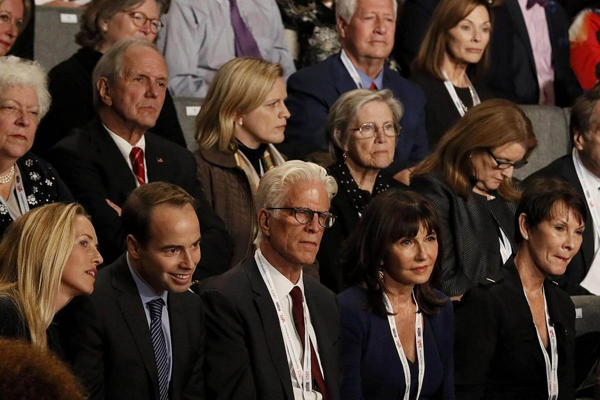 Actor Ted Danson and his wife actress Mary Steenburgen before US presidential nominee Donald Trump and US presidential nominee Hillary Clinton's third and final 2016 US presidential debate.