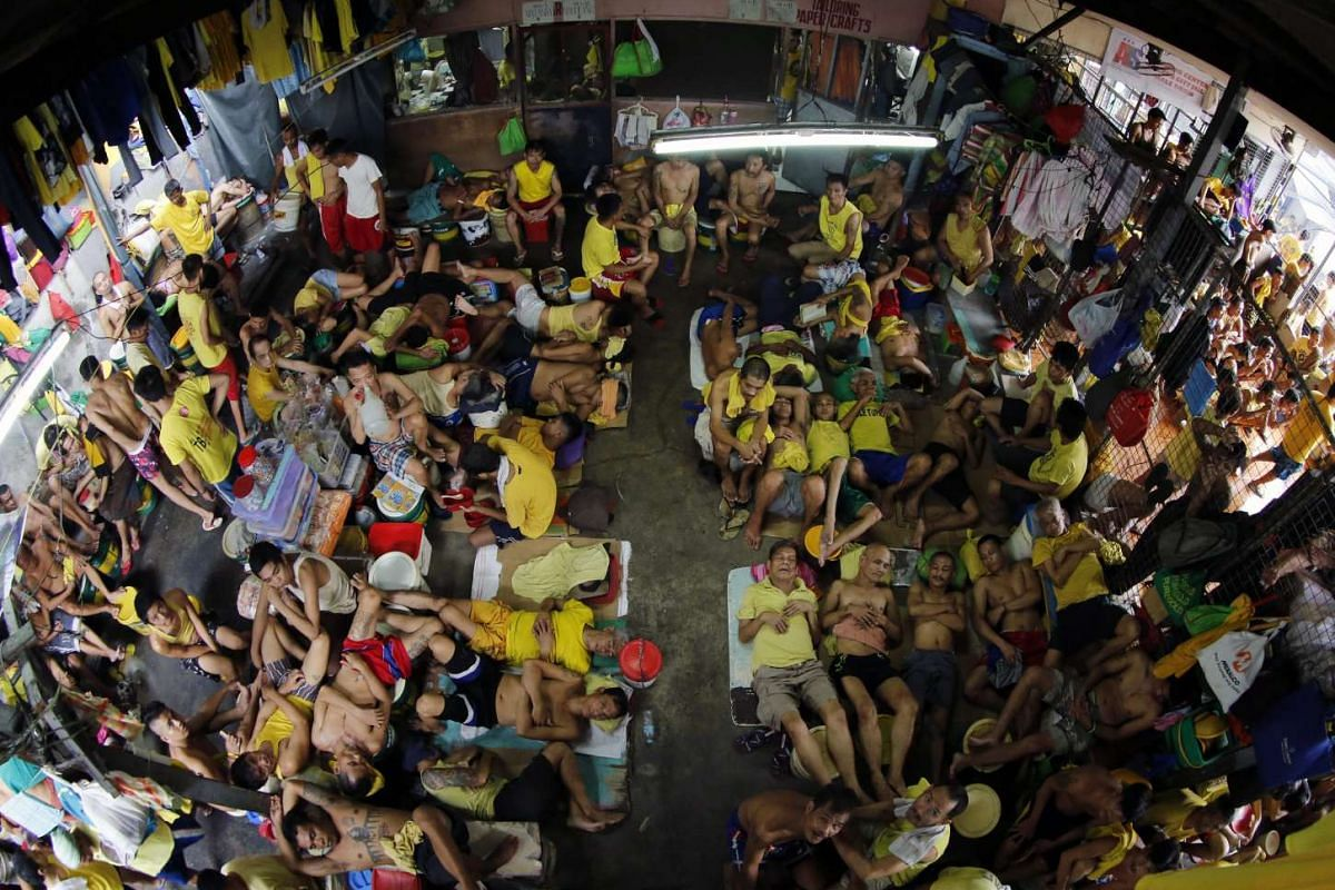 Inmates take turns to sleep on any available spaces at Quezon City Jail, one of the country's most congested jails on Oct 17, 2016. Following the intensified drive of President Rodrigo Duterte's war against criminality, arrested drug suspects are joc