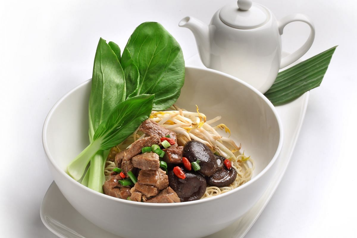 Khun Mae Sunee's stewed pork noodles