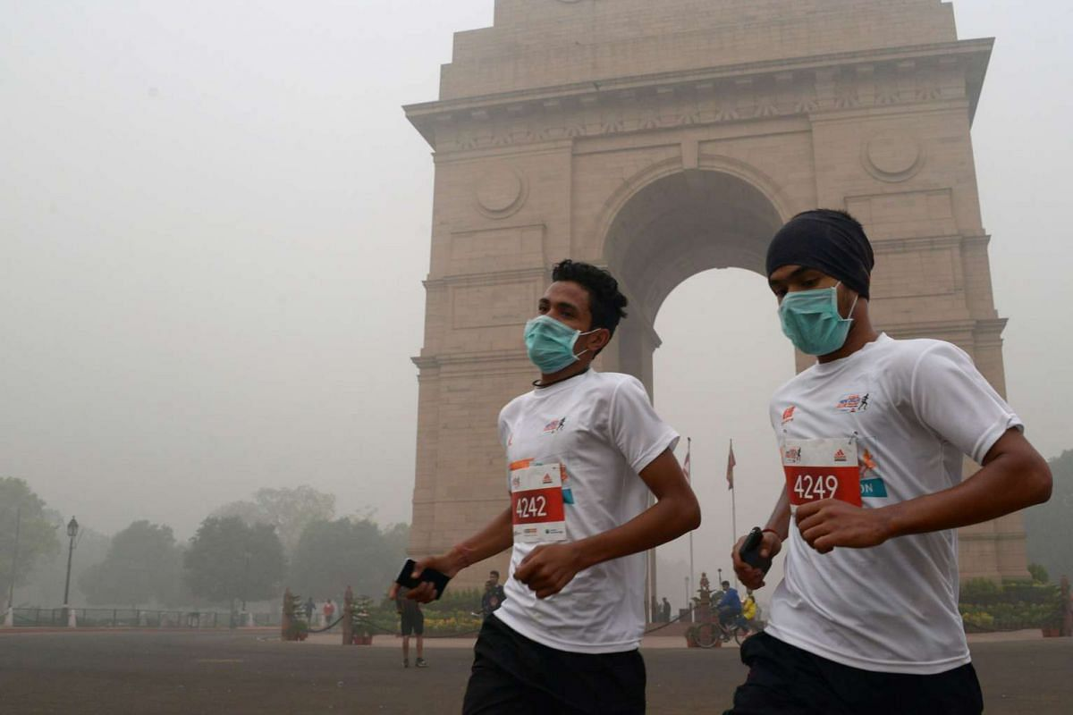 Indian runners take part in the 10K Challenge amid heavy smog in New Delhi, on Nov 6, 2016.