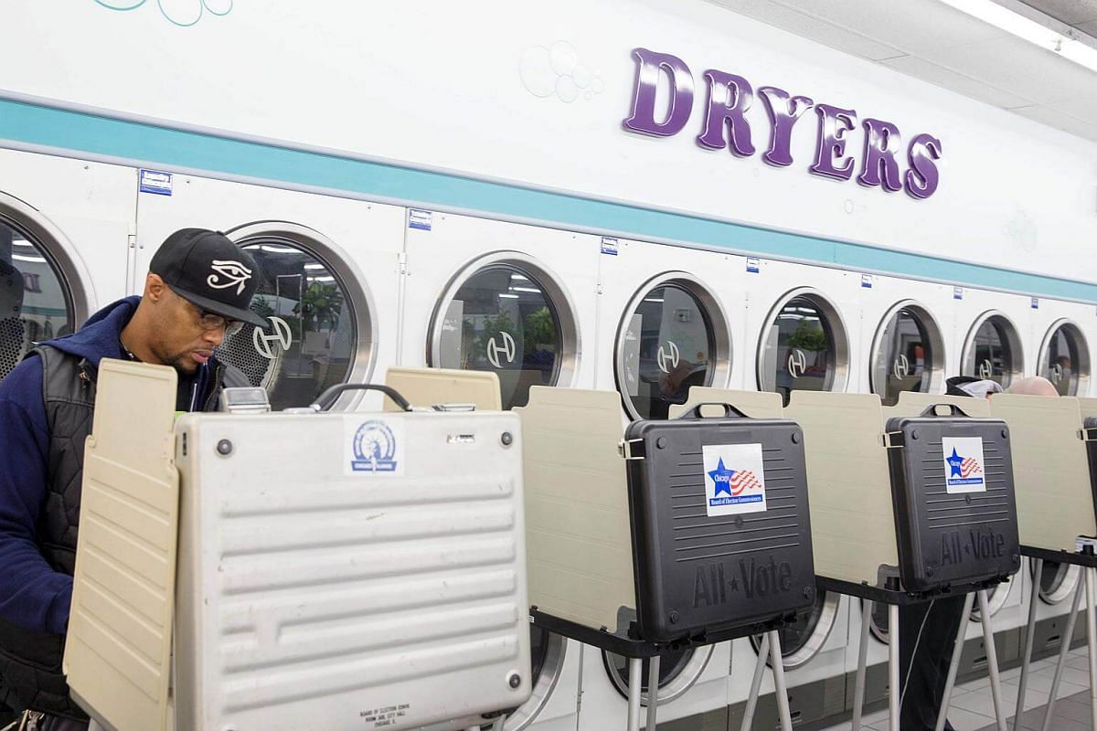 Voters cast ballots at Su Nueva Lavaderia Laundromat in the 2016 presidential elections in Chicago, Illinois on Nov 8, 2016.