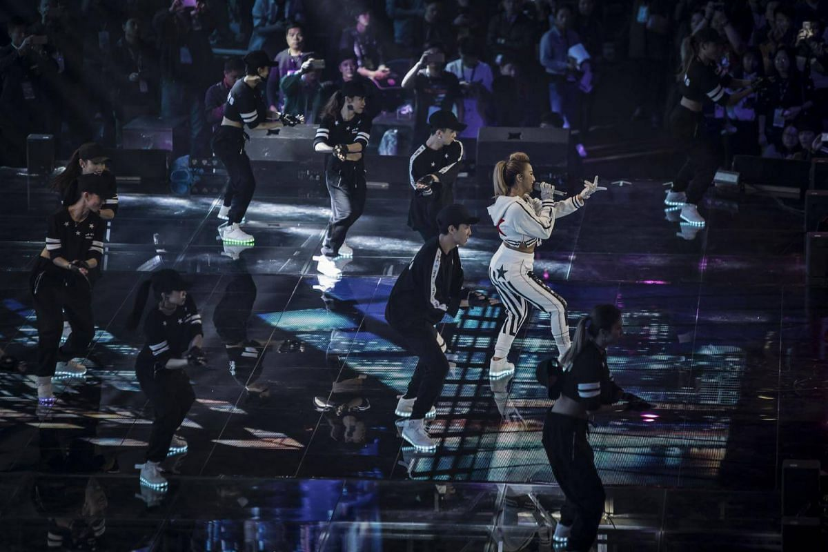 Singer Coco Lee performs during the Alibaba 11.11 Global Shopping Festival Countdown Gala on Nov 10, 2016.